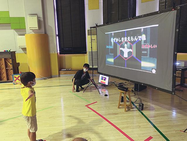 【日本工業大学】情報メディア工学科の学生が児童館でインタラクティブアートの体験イベントを実施